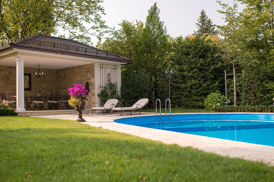 Mediterranes Flair mit Swimmingpool
