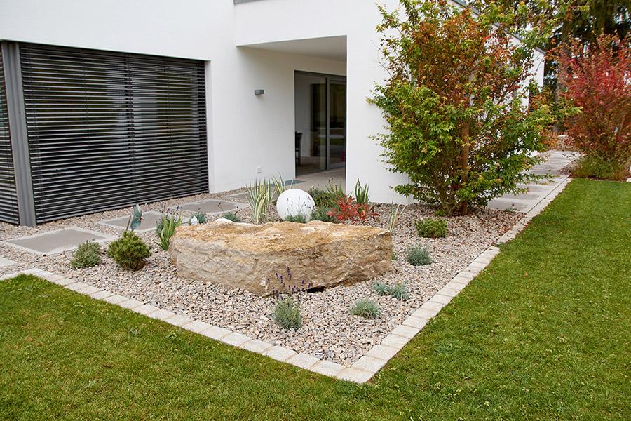 Moderner Garten mit klaren Linien
